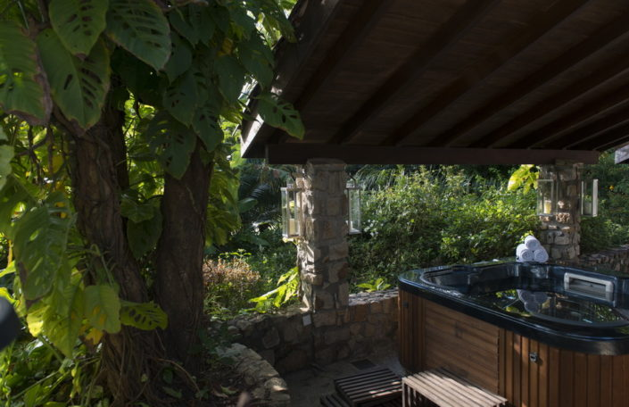 Hot Tub Bougainvillea Retreat Kandy