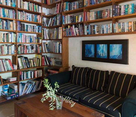 Library Bougainvillea Retreat Kandy